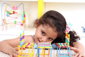 Tại sao chỉ nên tặng trẻ một món đồ chơi mỗi năm?
