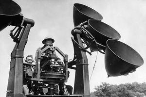 Máy bay được phát hiện bằng cách nào trước khi có radar