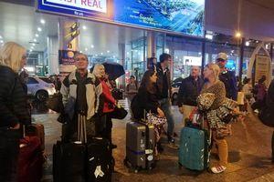 Khách bị kẹt tại sân bay Đà Nẵng do đường ngập