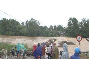 Hơn 2.000 nhà dân ở Bình Định bị ngập, nhiều nơi bị chia cắt