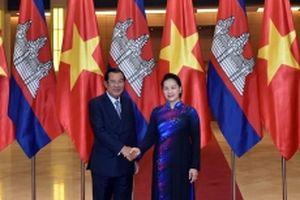Chủ tịch QH Nguyễn Thị Kim Ngân hội kiến Thủ tướng Cam-pu-chia Hun Xen