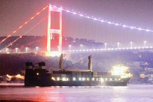 Tàu hải quân Nga chở một lượng lớn khí tài tới cảng Syria?