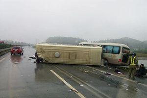 Hai xe khách đâm nhau trên cao tốc Hà Nội – Lào Cai