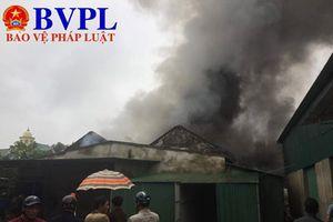 Nghệ An: Kho hàng sau chợ Vinh bỗng dưng bốc cháy dữ dội