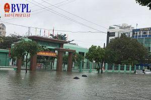 Học sinh nhiều trường ở Đà Nẵng được nghỉ học do mưa lớn
