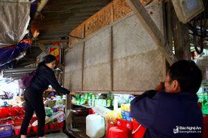 Tiểu thương chợ Vinh lo lắng kinh doanh sau mưa lớn