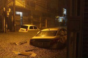 Đà Nẵng: Mưa lớn suốt đêm, nhiều tuyến phố trung tâm ngập sâu dưới nước