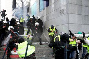 Pháp tiếp tục rơi vào bạo động tồi tệ, 1.400 người bị bắt giữ