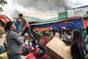 Cháy chợ Vinh: Một người bị thương, thiệt hại hàng tỉ đồng