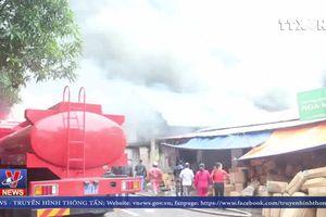 Cháy gần chợ Vinh, Nghệ An gây thiệt hại lớn