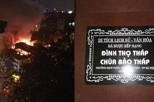 Hà Nội: Đình cổ ở Dịch Vọng bất ngờ bốc cháy dữ dội