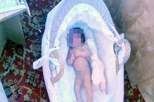 Phẫn nộ bà mẹ đặt con gái 3 tháng tuổi không mặc quần áo ở thời tiết âm 20 độ để 'dằn mặt' chồng cũ