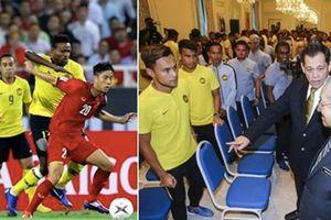 Thủ tướng Malaysia trao lệnh quyết thắng trận chung kết AFF CUP 2018 cho đội tuyển bóng đá