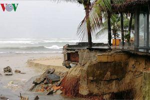 Cửa xả Mỹ An bị hư hỏng, rác tràn ra biển