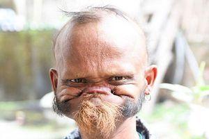 Điều ít biết về người đàn ông có thể dùng lưỡi liếm thẳng lên trán