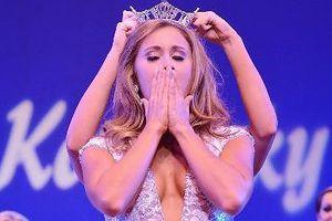 Cựu hoa hậu bang Kentucky bị buộc tội gửi ảnh khỏa thân cho học sinh