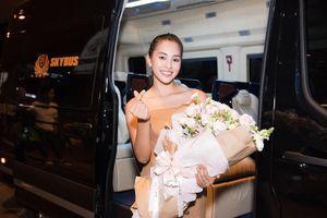 Hoa hậu Mỹ Linh, á hậu Phương Nga ra sân bay đón Tiểu Vy