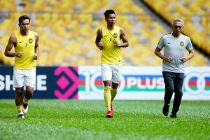 Hai trụ cột của Malaysia tập riêng trước ngày tái đấu tuyển Việt Nam