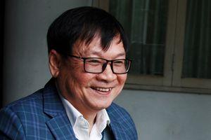Nguyễn Nhật Ánh: 'Độc giả đội mưa đợi xin chữ ký, tôi rất xúc động'