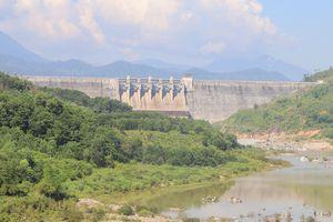 Hạ du Quảng Nam ngập sâu, thượng nguồn thiếu nước