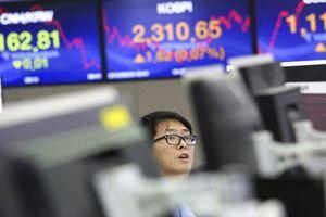 Chứng khoán thế giới lao dốc do lo ngại tăng trưởng toàn cầu giảm tốc