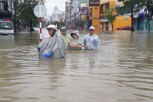 Người dân Quảng Nam khốn khổ vì nước ngập khắp nơi