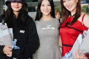 Hoa hậu Phương Khánh ra Tân Sơn Nhất đón 2 người đẹp tiền nhiệm