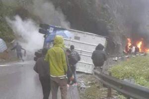 Lai Châu: Container đâm vách núi cháy ngùn ngụt, quốc lộ 4D tê liệt