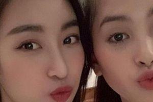 Vừa về nước, Hoa hậu Trần Tiểu Vy đã tìm ngay Đỗ Mỹ Linh để 'tám chuyện'