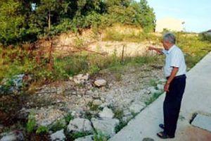 'Phù phép đất công' phân lô bán nền?
