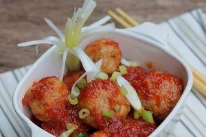 Món ngon mỗi ngày: Thịt viên bọc trứng cút sốt cà chua