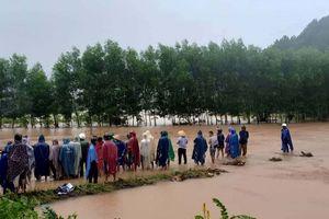 Lũ cuốn một người mất tích khi qua đập tràn hồ Khe Ngang ở Thừa Thiên - Huế
