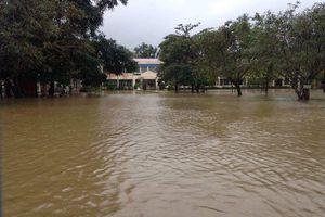 Hơn 1.000 học sinh ở TT-Huế nghỉ học do trường lớp, đường sá ngập