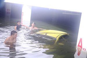 Dân chung cư cao cấp Đà Nẵng bơi bì bỏm trong tầng hầm tìm xe