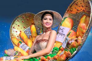 'Bánh mì' của H'Hen Niê là 1 trong 4 trang phục dân tộc hấp dẫn