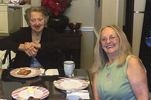 Cụ bà 88 tuổi gặp lại con gái sau 69 năm thất lạc