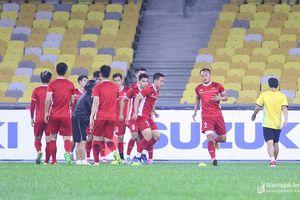 ĐT Việt Nam tổng duyệt trong mưa rào, Trọng Hoàng sẵn sàng tái đấu Malaysia