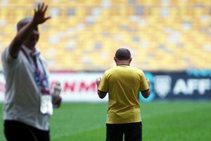 HLV Park Hang -seo cầu nguyện trên sân Bukit Jalil, Văn Toàn sẵn sàng ra sân trận chung kết với Malaysia
