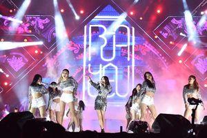 Mặc Hà Nội mưa rét, 20.000 fan vẫn 'cháy' hết mình cùng đại nhạc hội 'Yêu.Tin.Hành động.' của Diana