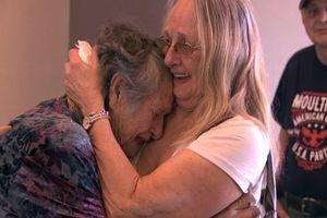 Mẹ đoàn tụ con gái sau gần 70 năm tưởng con đã chết từ lúc lọt lòng