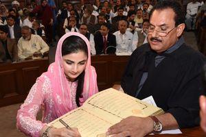 Nữ nghị sĩ trẻ nhất quốc hội Pakistan