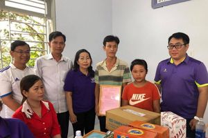 Nước mắt hạnh phúc của gia đình nghèo được nhận nhà tình thương
