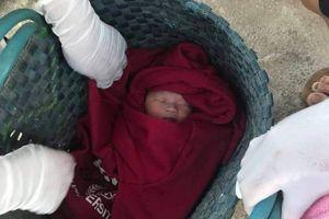 Đồng Nai: Bé trai sơ sinh còn nguyên dây rốn bị bỏ rơi ở trước cửa nhà dân