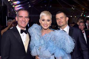 Katy Perry nhỏ nhen khi tính 'bán' bạn trai Orlando Bloom để làm từ thiện nhưng sau đó lại bỏ tiền 'mua lại'
