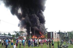 Đang cháy dữ dội ở xưởng keo, phế liệu ở vùng ven Sài Gòn