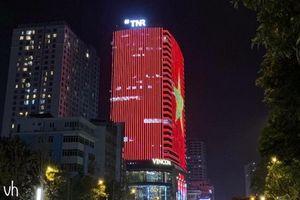 Nhiều cao ốc Hà Nội rực sáng quốc kỳ trước trận Malaysia - Việt Nam