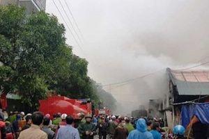 Nghệ An: Kho hàng gần chợ Vinh bất ngờ bùng cháy dữ dội