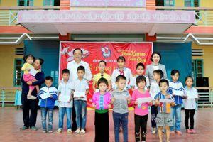 Chương trình 'Mùa xuân của em'- Hành trình trao quà tại Yên Bái