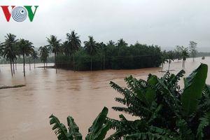 Đường sắt Bắc Nam qua tỉnh Bình Định bị ách do mưa lũ