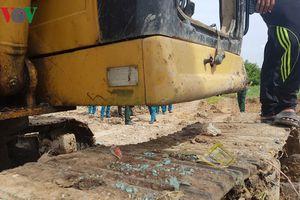 Bom bi phát nổ tại công trường xây dựng khiến 2 người bị thương